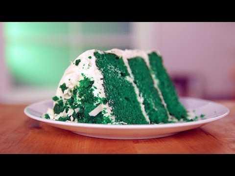 [VIDEO] Decadent & Delicious – Layered Green Velvet Cake